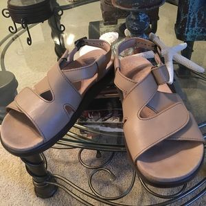 SAS Huggy Taupe Leather Velcro Sandals 8 M